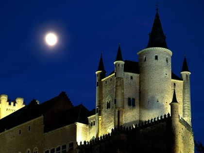 1369056404-Moon-Over-Alcazar-Castle-Segovia.jpg